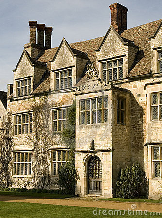 Free Old English Manor House Stock Image - 8568911
