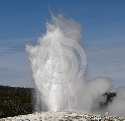 Old-Faithful geyser in Yellowstone National park