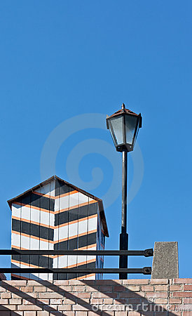 Old-fashioned sentry box and street lamp