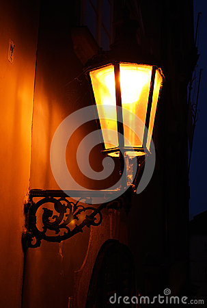 Free Old Fashioned Street Light Royalty Free Stock Image - 26546686