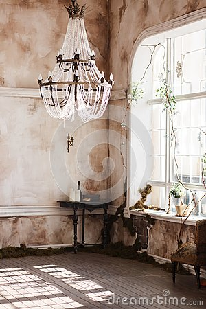 Free Old Fashioned Vintage Room Corner With Black Table And Candles. Dirty Walls Covered With Fern, Big Crystal Ceiling Light Stock Image - 105363471
