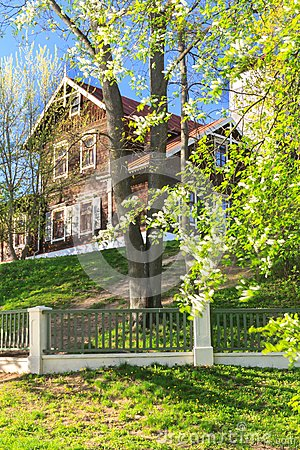 Free Old Garden In Early Spring Royalty Free Stock Photo - 40489635