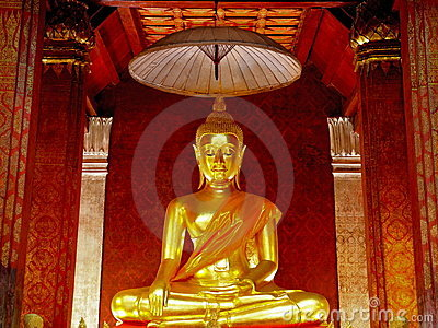 Old golden Buddha statue