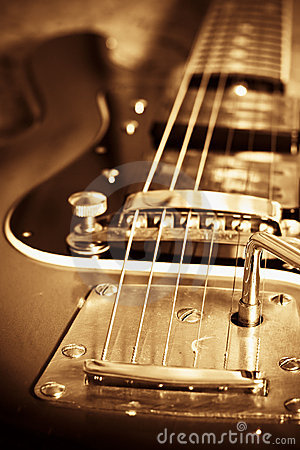 Free Old Guitar Royalty Free Stock Image - 3077646