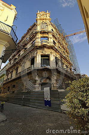 Old Havana edifice being restored
