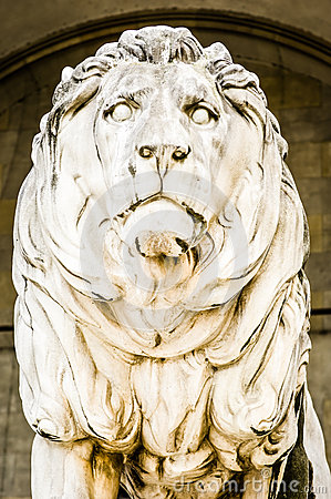 Free Old Lion Statue Stock Image - 29271001
