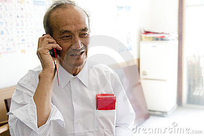 Old man calling phone