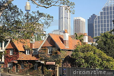 Old and modern Sydney city buildings