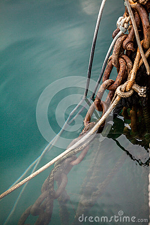 Free Old Ropes And Rusty Mooring Chains At Sea Water Stock Image - 47102721