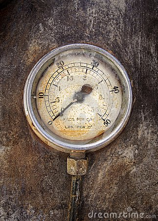 Free Old Rusty Round Industrial Pressure Gauge With Numbers Round The Dial Stock Photography - 113487112