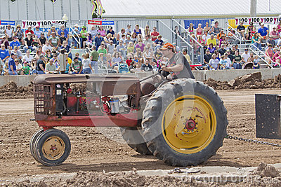Old Rusty Tractor at Tractor Pull Editorial Stock Image
