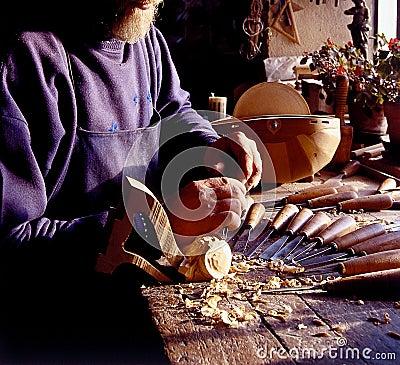 Old stringed instruments maker