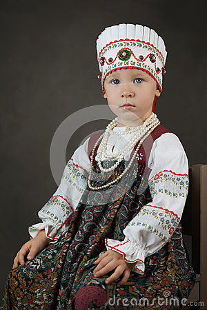 Free Old Style Portrait Of The Little Girl In The Traditional Russian Shirt, Sarafan And Kokoshnik Royalty Free Stock Image - 80865036