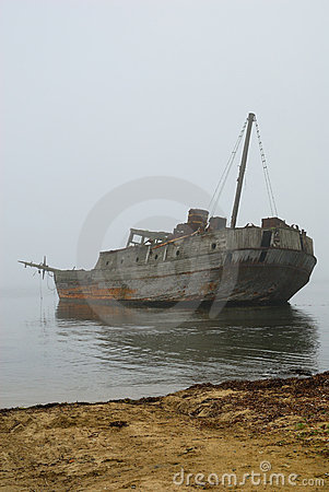 Free Old Sunken Whale-boat In Fog Royalty Free Stock Photos - 16048008