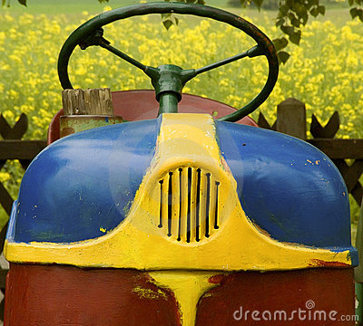 Free Old Tractor Royalty Free Stock Photos - 2265658
