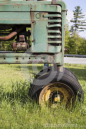Free Old Tractor In Field Stock Image - 31006061