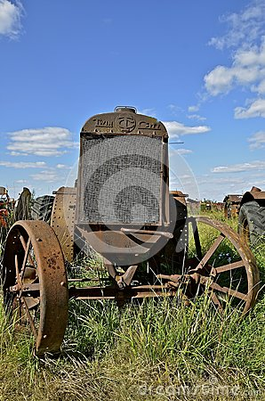 Free Old Twin City Wide Front Tractor Royalty Free Stock Photo - 93728635