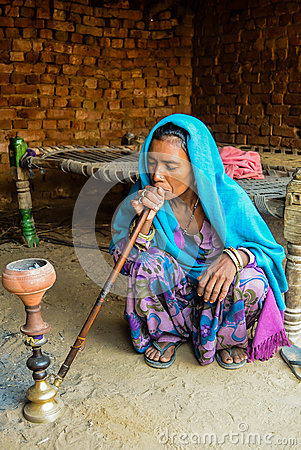 Free Old Village Lady In India Wearing Traditional Attire Stock Photo - 76437320