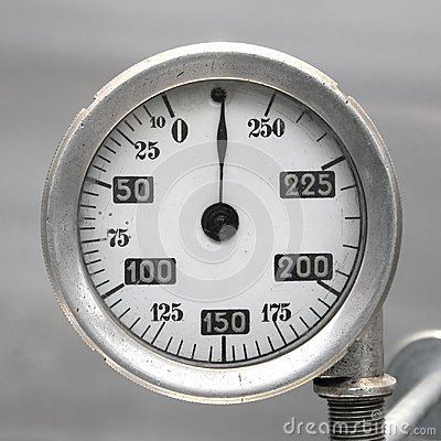 Free Old Vintage German Airplane Fuel Gage, Scale With An Arrow, , 0-250 Liters Stock Images - 101106924