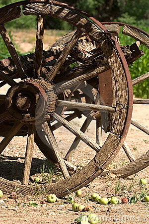 Free Old Wagon Wheel With Apples Stock Photo - 9103980