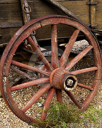 Free Old Wagon Wheel With Wooden Spokes Royalty Free Stock Photography - 13935177