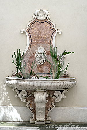 Free Old Washbasin With Cactus Plants Royalty Free Stock Images - 77463459