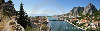 Old way to Omis (panorama)