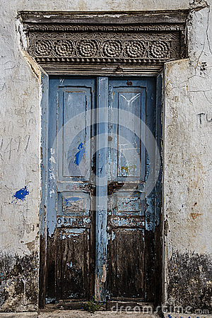 Free Old Weathered Carved Traditional Zanzibarian Door Royalty Free Stock Photo - 52373165