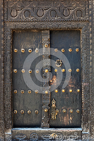 Free Old Weathered Door Of Building In Stone Town, Zanzibar Royalty Free Stock Images - 34268579