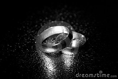 Old wedding rings, water effect