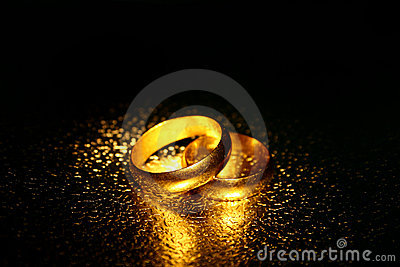 Old wedding rings, water effect
