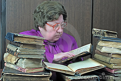Old woman in library