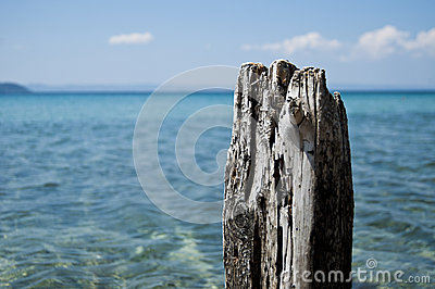 Old wood post with sea background