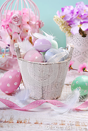 Free Old Wooden Bucket With Easter Eggs And Feathers Royalty Free Stock Photo - 68373055