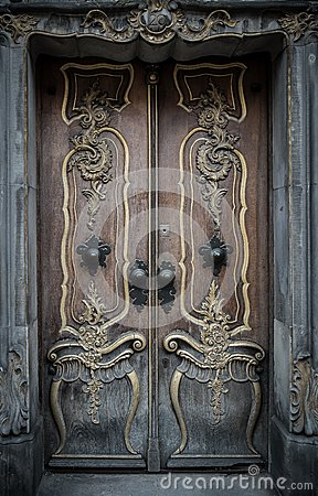 Free Old Wooden Door Royalty Free Stock Images - 37191179