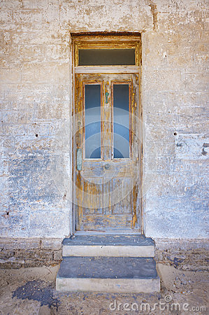 Free Old Wooden Front Door Stock Images - 49359514