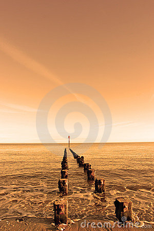Free Old Wooden Groyne Stock Images - 1903544