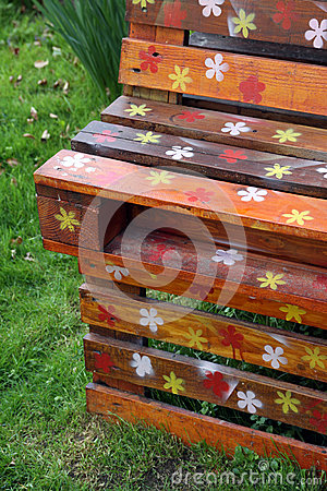 Free Old Wooden Pallets And Garden Furniture Stock Photography - 68113562