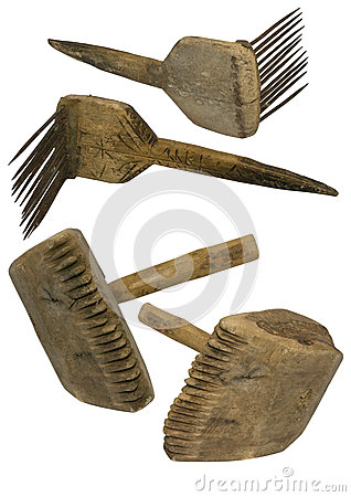 Old wool comb and mallet
