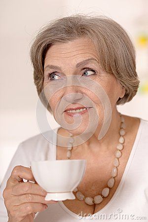 tea mature women personals Rules of dating game have changed for elderly singles single men over  85  years old and twice a widow, climbing out of the pool and settling into a  men  and women, many in their 70's and 80's, gather at the tea dance at.