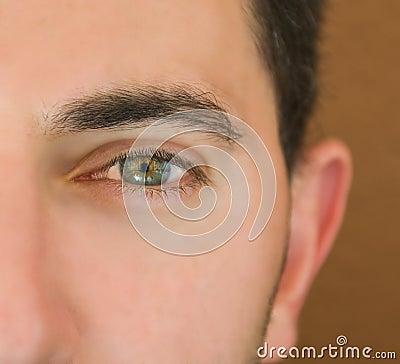 Olho de homem verde.
