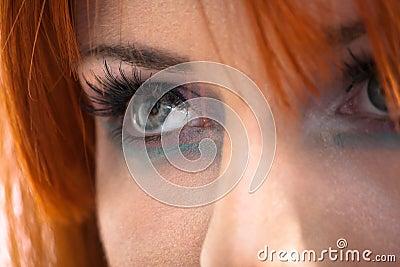 Olhos olhando fixamente