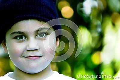 Imagens De Stock Royalty Free  Olhos Verdes Do Menino  Arbustos Verdes