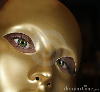Olhos verdes e máscara do ouro