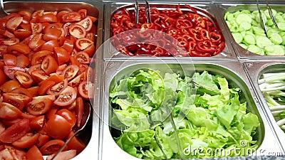 Olika grönsaker och sallader