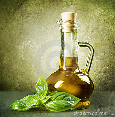 Free Olive Oil And Basil Royalty Free Stock Image - 14907286