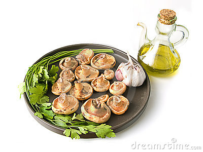 Olive oil and mushrooms with garlic and parsley