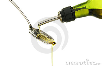Olive oil pour