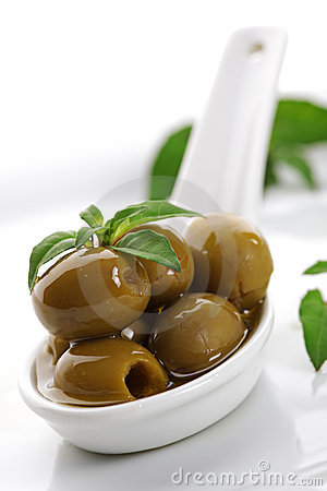 Free Olives And Olive Oil Royalty Free Stock Photos - 14980028