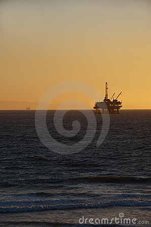 Oljeplattformsolnedgång